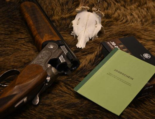 Die waffenrechtliche Zuverlässigkeit ist die grundlegende Voraussetzung für die Erteilung einer waffenrechtlichen Erlaubnis, der Waffenbesitzkarte und damit der Erteilung bzw. des Erhalts des Jagdscheines.